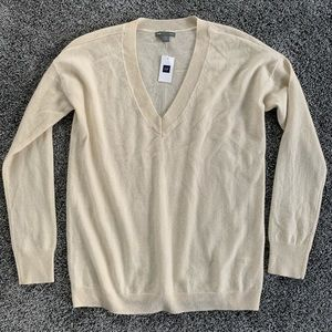 NWT Gap Cashmere sweater. Small
